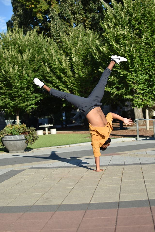 Julio Medina in a one armed handstand